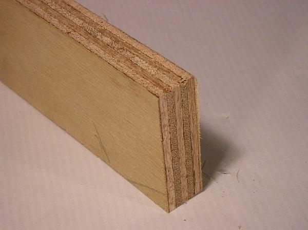 legno costituito da pezzi di legno compensato